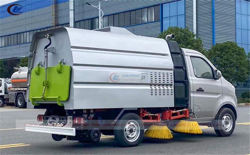 China mini road vacuum sweeper