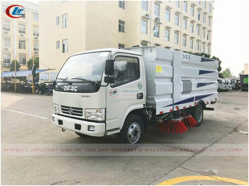 Dongfeng road vacuum sweeper