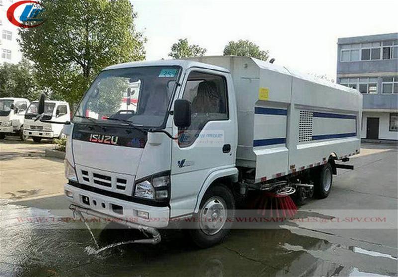 Isuzu 100P road sweeper
