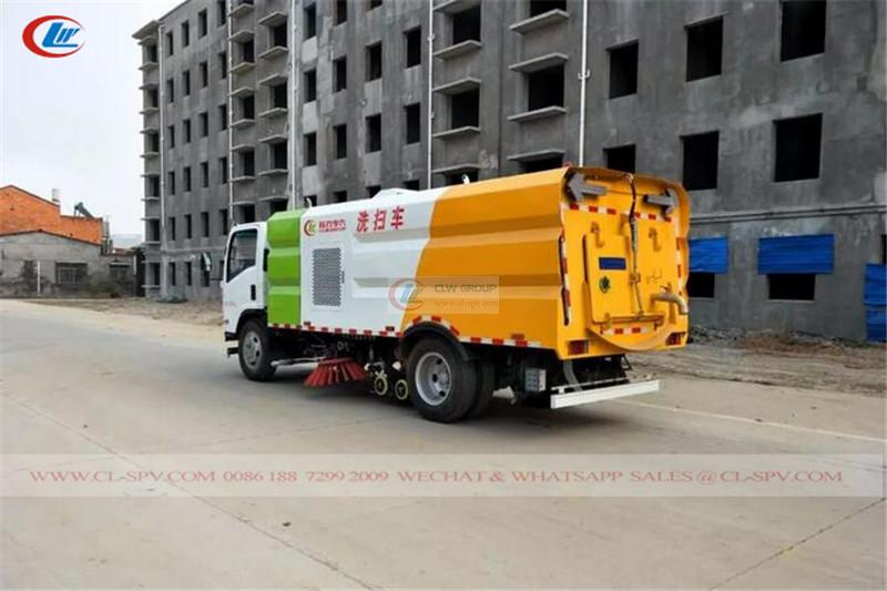 Isuzu 700P road vacuum sweeper