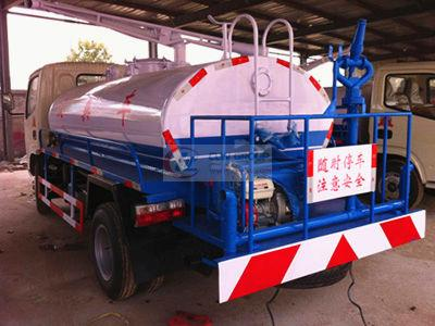 Two fecal suction and sprinkler multifunctional vehicles ordered by Hunan customers in our factory