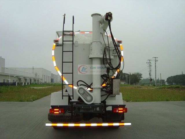 东风8吨散装饲料运输车尾部视图