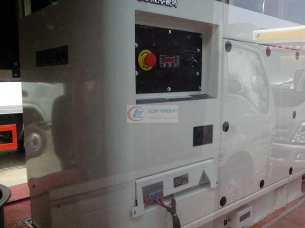 LED  LED Advertising truck 使用德国进口欧玛柴油发电机组