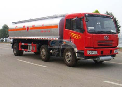 Jiefang small three-axis chemical liquid transport vehicle