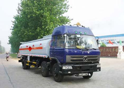Dongfeng small three-axis chemical liquid transport vehicle
