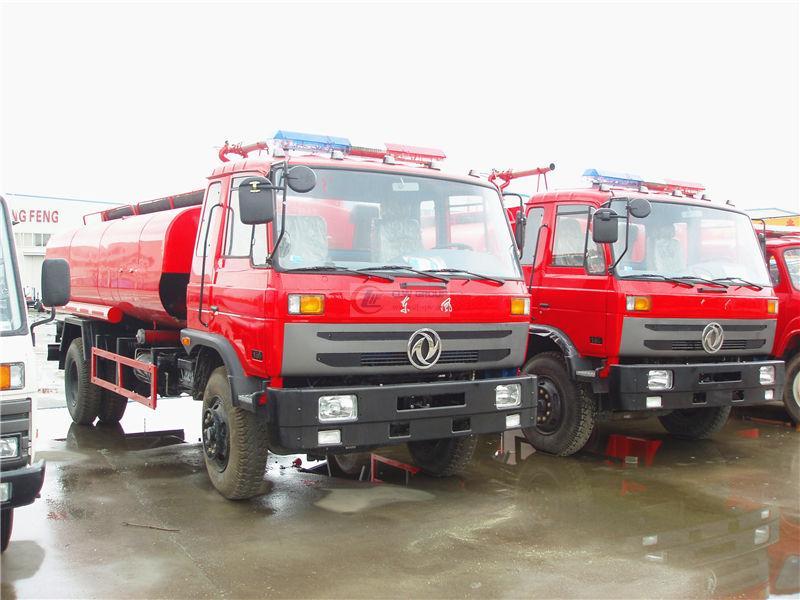 Dongfeng 145 water tank foam fire truck (5 tons)