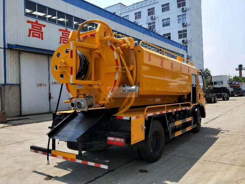 Cost-effective cleaning and suction sewage truck, Dongfeng Dilika, 10 cubic meters