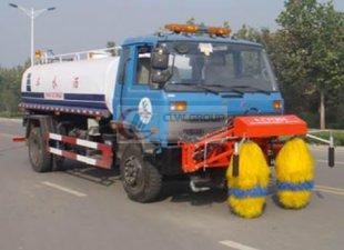 Dongfeng 153 sprinkler guardrail cleaning truck (multifunctional), guardrail cleaning truck