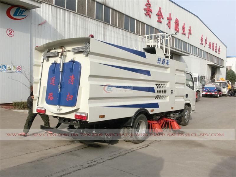 Dongfeng Duolika road sweeper