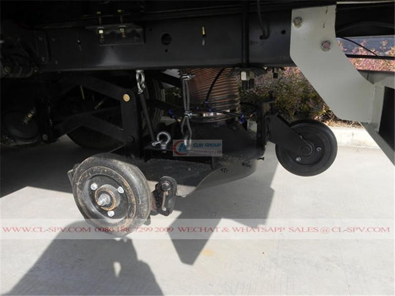 Dongfeng Ruiling street road sweeper