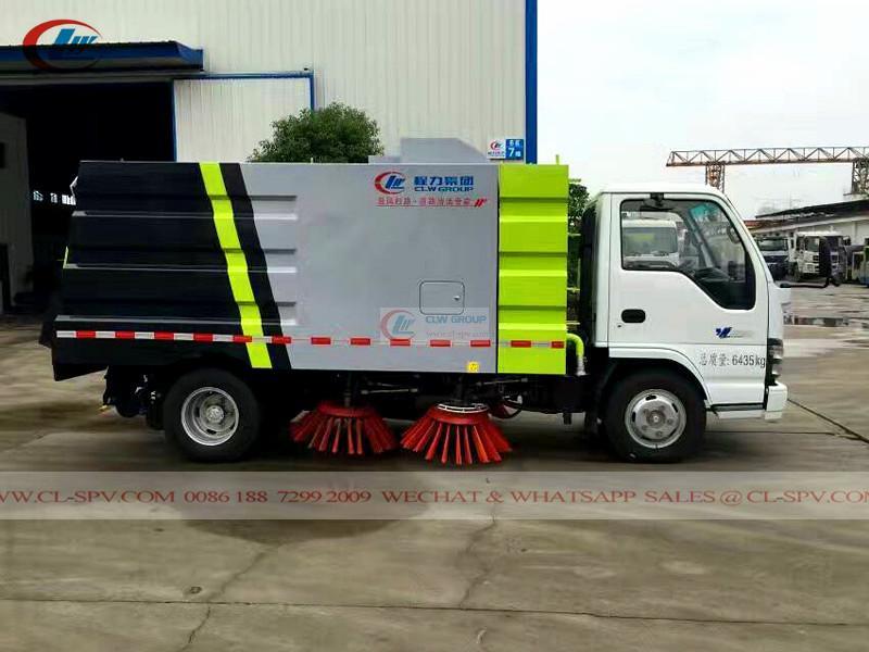 Isuzu 600P road sweeper