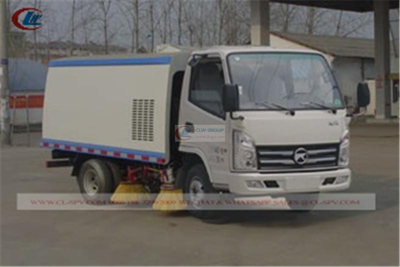 Kaima <a target='_blank' href='https://www.runtrucks.cn/city-sanitation-truck/road-sweeper'>road sweeper</a> truck
