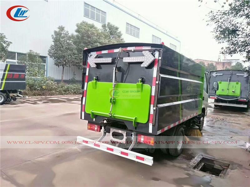 Kaima <a target='_blank' href='https://www.runtrucks.cn/city-sanitation-truck/road-sweeper'>road sweeper</a> vehicle