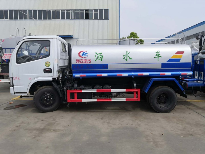 东风福瑞卡5吨洒车正右侧面图片