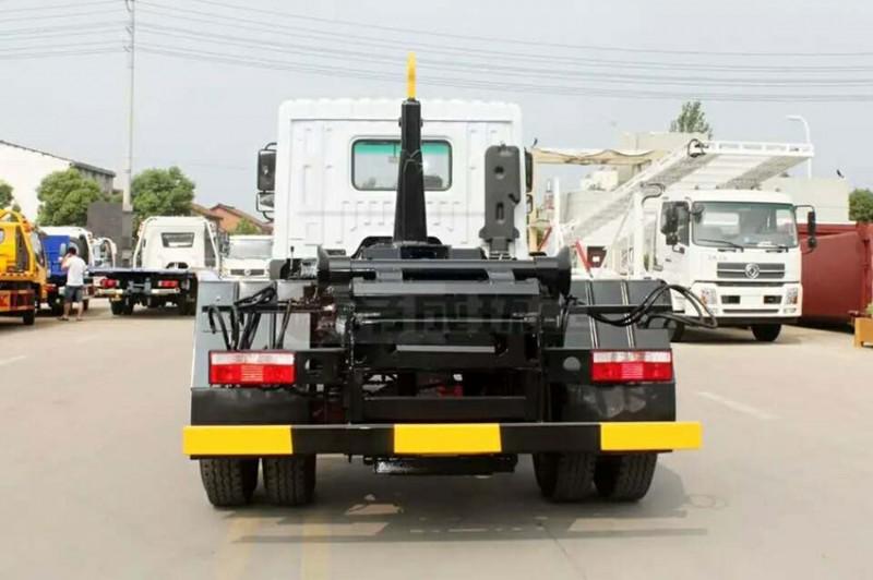 东风天龙18-20方钩臂garbage truck 正后面图