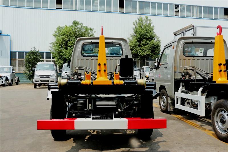 福田驭菱3方钩臂式garbage truck 正后面图