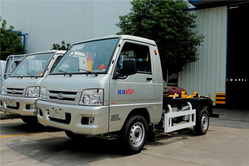 福田驭菱3方钩臂式garbage truck 前左面图