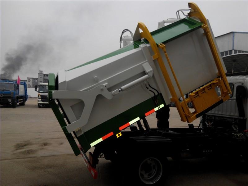 福田3方侧装compactor 对接式garbage truck 正在试车