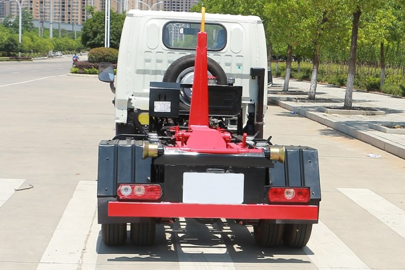 跃进小福星3方勾臂式garbage truck 正后面图