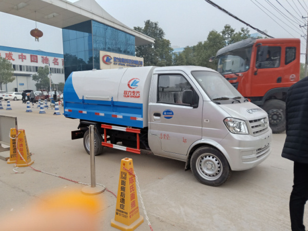 Dongfeng 3-cbm sealed garbage truck