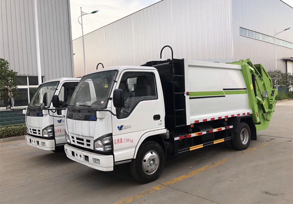 Isuzu 5-CBM compression garbagetruck