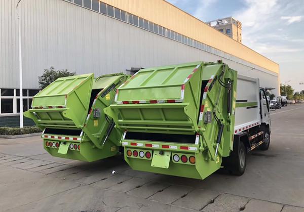 Isuzu5方 compressed garbage truck 后右面图
