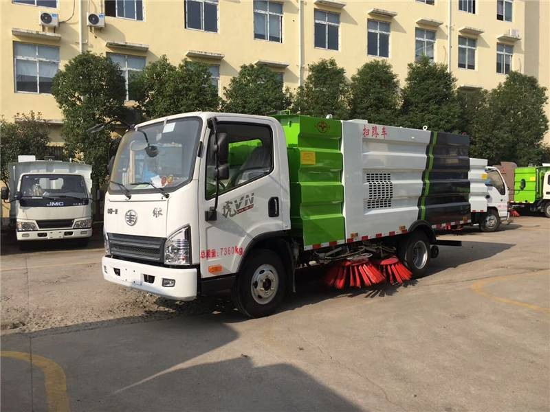 FAW Tigers VN road sweeper