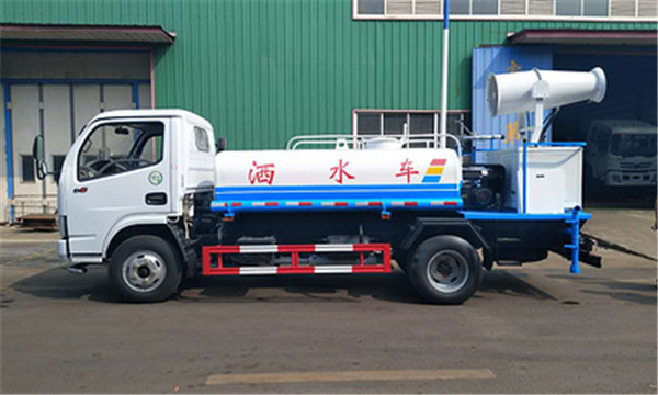 Classical 3 tons sprinkler Dongfeng disinfection truck