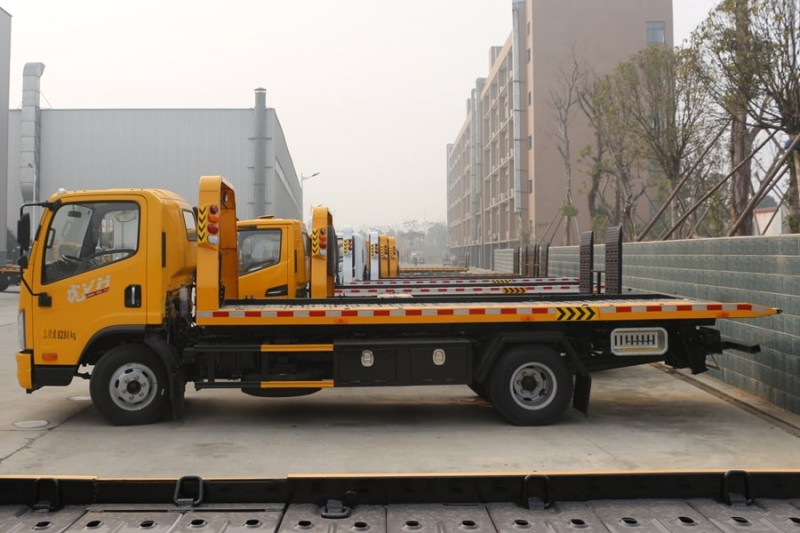 解放虎V5.6米清障车 正侧图