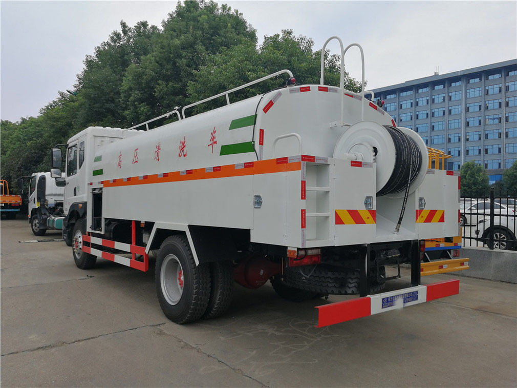 Dongfeng véhicule de nettoyage à haute pression 4 Duolika