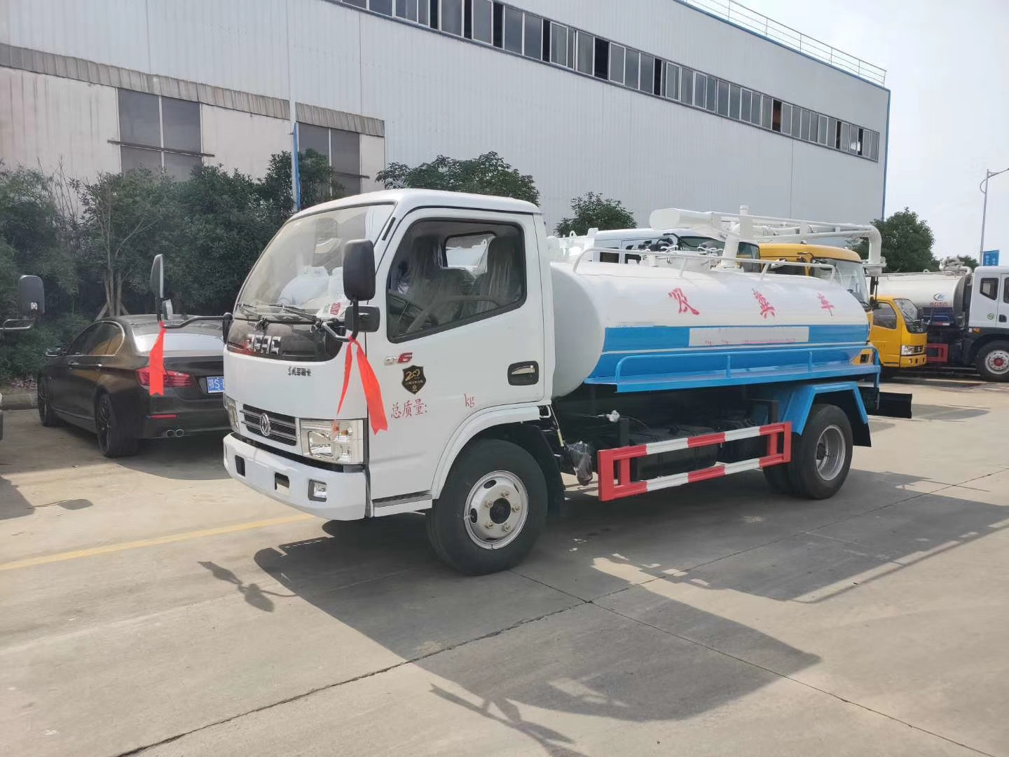 Dongfeng DLK 4 cbm suction truck