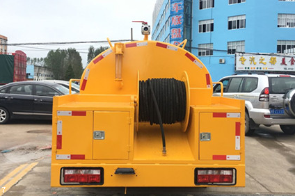 DLK pulizia lato est camion di aspirazione 5 (11)