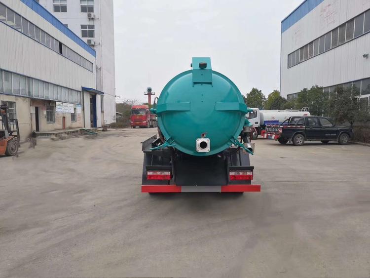 DLK شاحنة مياه الصرف الصحي الشرقي شفط الجانب 5 3